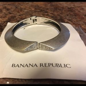 Banana republic silver triangle open cuff bracelet
